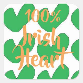 100% Iren mit grünen Herzentwurfs-Quadrat Quadratischer Aufkleber