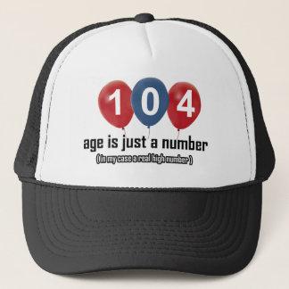 104 Jähriges nichts aber eine Zahl entwirft Truckerkappe