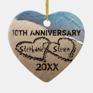 10., irgendwelche Herzen des Jahrestags-zwei in Keramik Herz-Ornament