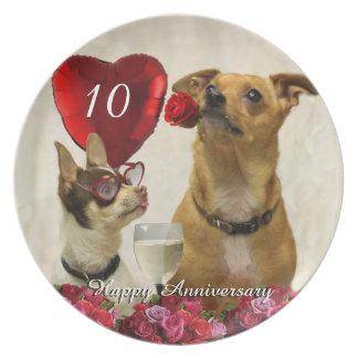 10. Jahrestags-Chihuahua verfolgen Platte Teller
