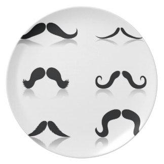 116Set von Mustaches_rasterized Teller