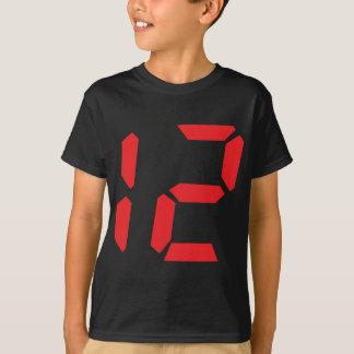 12 digitale Zahl des Weckers mit zwölf Rottönen T-Shirt