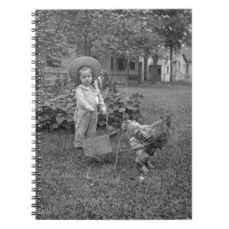 1880's entzückender Mädchen und Hahn-Wagen im Spiral Notizblock