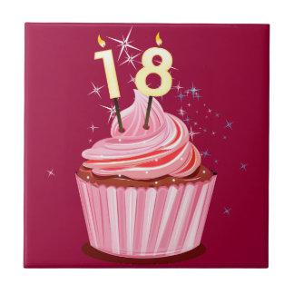 18. Geburtstag - rosa kleiner Kuchen Kleine Quadratische Fliese