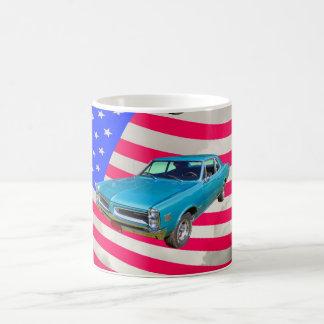 1966 Pontiac Le Mans und amerikanische Flagge Kaffeetasse