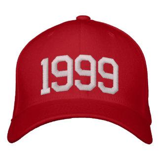 1999-jährig bestickte kappe