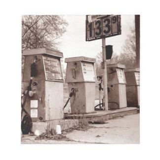 $1,33 Für Gas bitte Notizblock