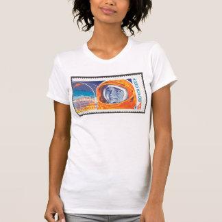 1. Frau Valentina Vladimirovna im Raum T-Shirt