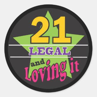 21 legal und es - 21. Geburtstag liebend Runder Aufkleber
