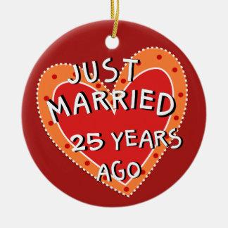 25. Jahrestag oder irgendein Keramik Ornament