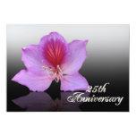 25. Jahrestags-Einladungsorchidee auf Schwarzem Ankündigungskarten