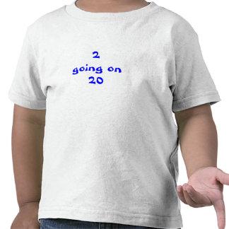 2 gehend auf Blau 20 Tshirts