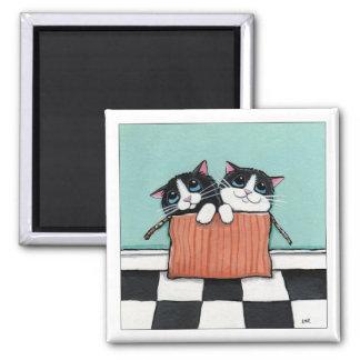 2 Smokings-Katzen in einem Katzen-Kunst-Magneten Quadratischer Magnet