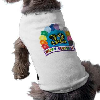 32. Geburtstag steigt Geschenke im Ballon auf Haustier T-shirt