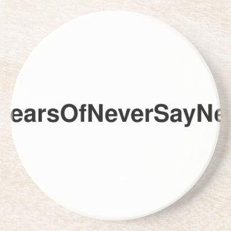 #3YearsOfNeverSayNever T-Shirt Sandstein Untersetzer