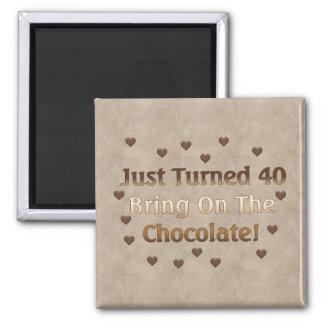 40. Geburtstag bedeutet Schokolade Quadratischer Magnet