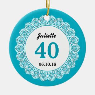40. Geburtstags-Memento-Aqua-blaue weiße Spitze Rundes Keramik Ornament