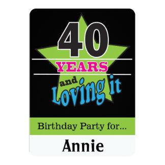 40 Jahre und Lieben es! | 40. Geburtstag 12,7 X 17,8 Cm Einladungskarte