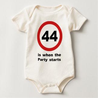 44 ist, wenn das Party beginnt Baby Strampler