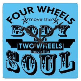 4 Räder bewegen den Körper, 2, die Räder das Soul Quadratische Wanduhr