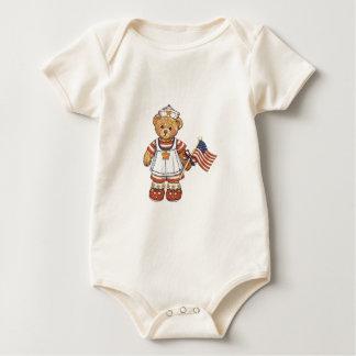 4. Von Juli-Bären mit Flaggen-Shirt Baby Strampler
