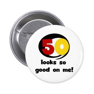 50 Blicke so gut auf mir T-Shirts und Geschenke Buttons