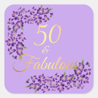 50. Geburtstag 50 u. fabelhafte violette Blumen Quadratischer Aufkleber