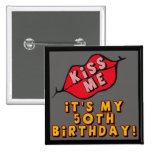 50. Geburtstag küsst Knopf Anstecknadel