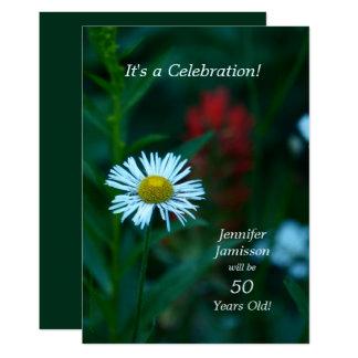 50 Jahre alte Geburtstags-Party-lädt weiße Blume Karte