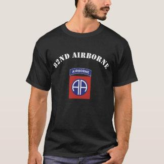 82. Im Flugzeug Insignien T-Shirt