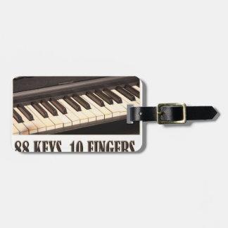 88 Schlüssel, 10 Finger, kein Problem! Kofferanhänger