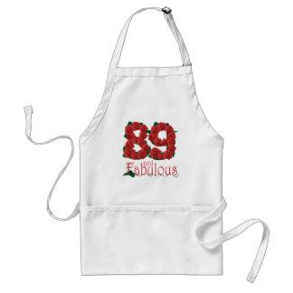 89 und fabelhafte 89. Geburtstags-Rote Rosen mit Schürze