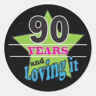 90 Jahre und es   90. Geburtstag lieben Runder Aufkleber