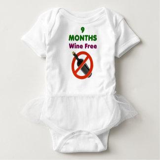 9 Monate Wein geben, schwangere Mamma, Baby Strampler