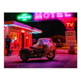 Aalen im Glühen des historischen Neons des Weg-66 Postkarte