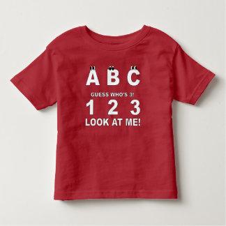 ABC schauen, wer Druck 3 ist Kleinkind T-shirt