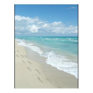 Abdrücke auf weißem Sandy-Strand, landschaftliches Postkarte