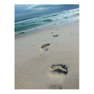 Abdrücke in der Sand-Postkarte Postkarte