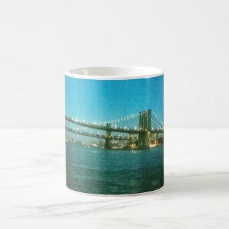 Abend an der Brooklyn-Brücke Kaffeetasse