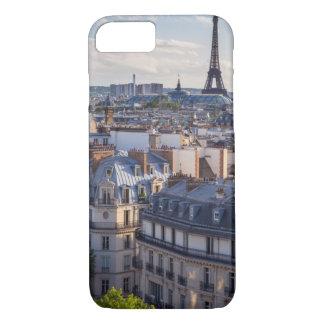 Abendssonnenlicht über den Gebäude von Paris iPhone 7 Hülle