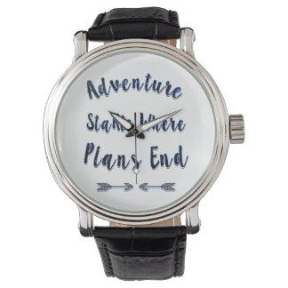 Abenteuer-Anfänge, wo Pläne beenden, blaues Zitat Armbanduhr