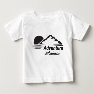Abenteuer erwartet Natur-freie Natur Baby T-shirt