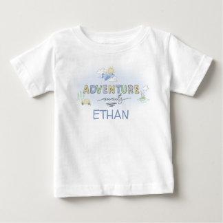 Abenteuer erwartet Reise-Auto-Flugzeug-Boot Baby T-shirt