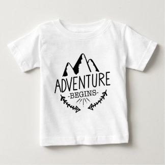 Abenteuer fängt an baby t-shirt