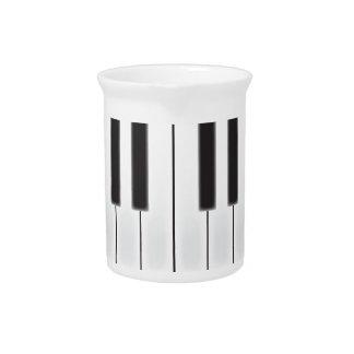 Abgenutzte Klavier-Schlüssel Getränke Pitcher