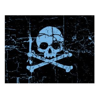 Abgenutzter blauer Totenkopf mit gekreuzter Postkarte