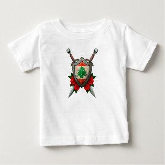 Abgenutztes libanesisches Flaggen-Schild und Baby T-shirt