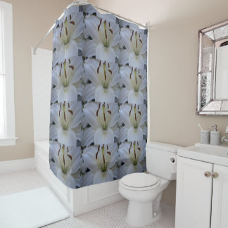 Abgewischte weiße Lilie Duschvorhang
