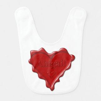 Abigail. Rotes Herzwachs-Siegel mit Namensabigail Babylätzchen
