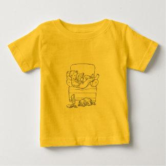 Ablesen, während Welpe wartet Baby T-shirt